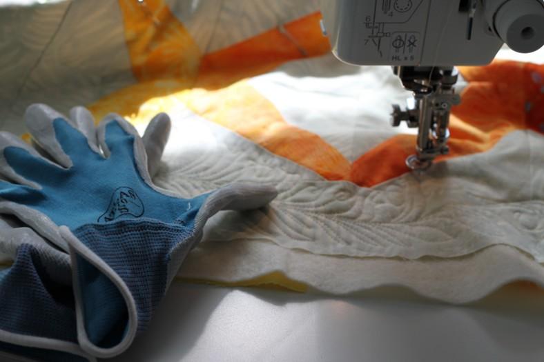 quilting a batik sessoms by carolyn friedlander