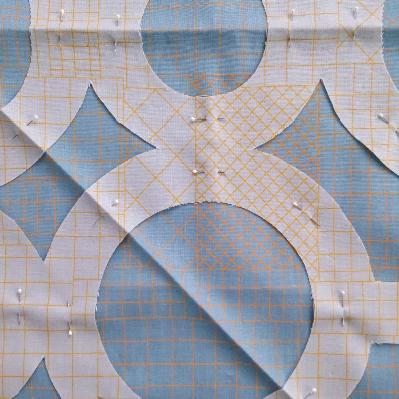 doe fabric_circle lattice quilt_carolyn friedlander