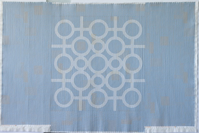 doe couch quilt_circle lattice quilted_carolyn friedlander